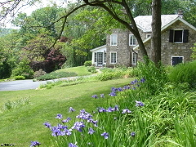 独户住宅 为 销售 在 367 County Road 513 莱巴嫩, 新泽西州 07830 美国