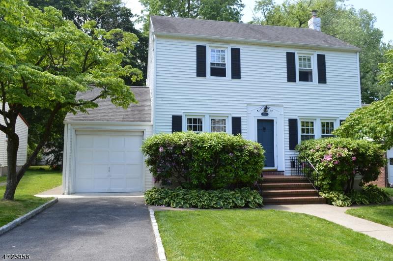 Частный односемейный дом для того Продажа на 656 Kent Avenue Teaneck, Нью-Джерси 07666 Соединенные Штаты