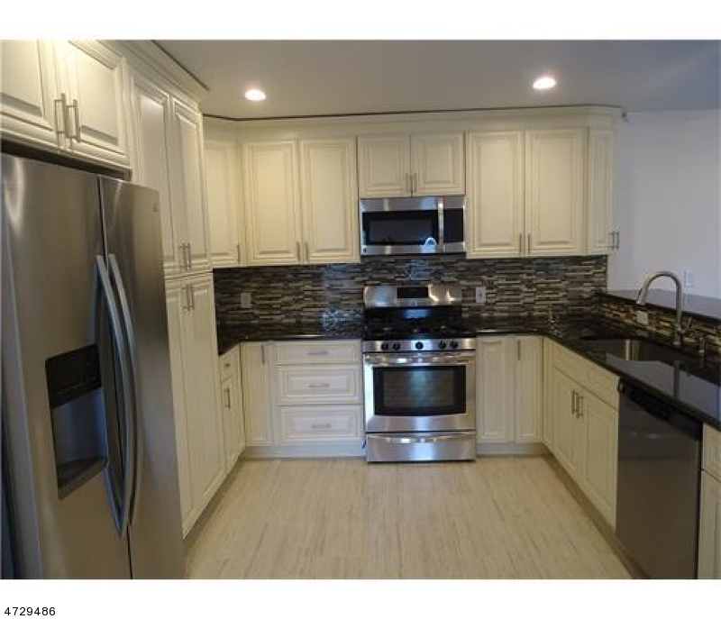 Single Family Home for Sale at 11 Bruning Ln Spotswood, New Jersey 08884 United States