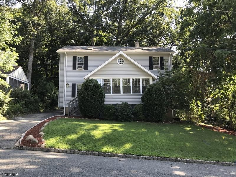 Maison unifamiliale pour l Vente à 25 Monroe Avenue Roseland, New Jersey 07068 États-Unis