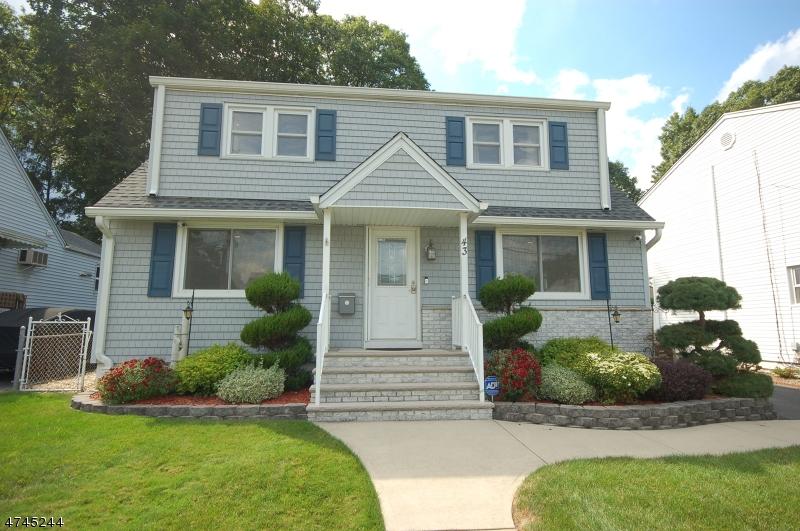 Maison unifamiliale pour l Vente à 43 Overhill Road Belleville, New Jersey 07109 États-Unis