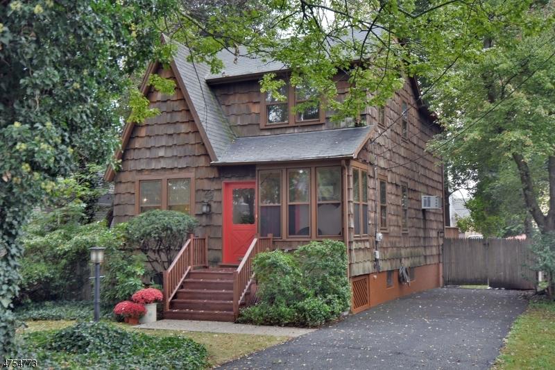 Maison unifamiliale pour l Vente à 49 Palm Street Hillsdale, New Jersey 07642 États-Unis