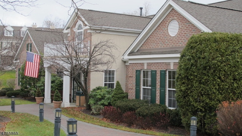 Additional photo for property listing at 1014 Four Seasons Drive  Wayne, Nova Jersey 07470 Estados Unidos