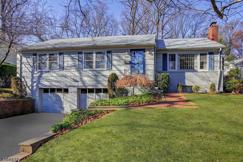 Частный односемейный дом для того Продажа на 1264 Wood Valley Road Mountainside, Нью-Джерси 07092 Соединенные Штаты