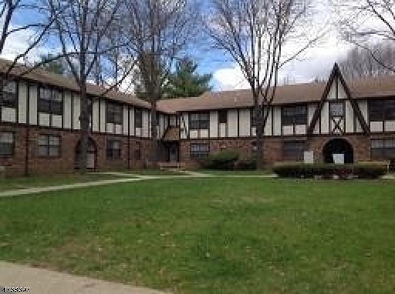 Частный односемейный дом для того Аренда на 79 Pike Drive Wayne, Нью-Джерси 07470 Соединенные Штаты