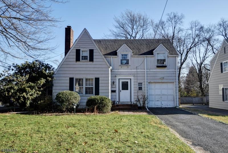 Einfamilienhaus für Verkauf beim 111 Mali Drive 111 Mali Drive North Plainfield, New Jersey 07062 Vereinigte Staaten