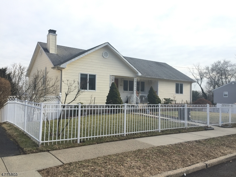 Частный односемейный дом для того Продажа на Address Not Available Haledon, Нью-Джерси 07508 Соединенные Штаты