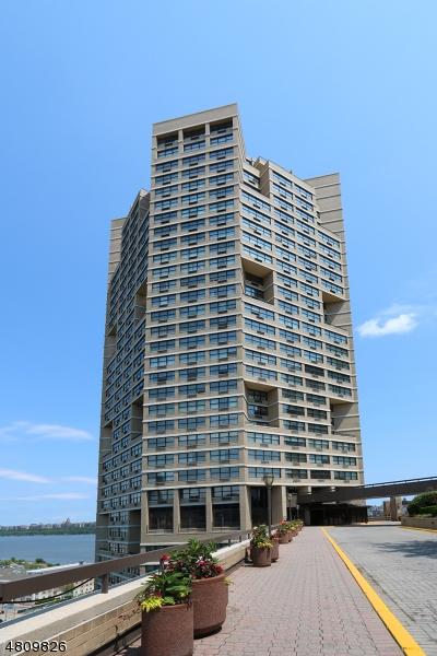 公寓 / 联排别墅 为 销售 在 7004 BLVD EAST APT 1B 古滕贝格, 新泽西州 07093 美国