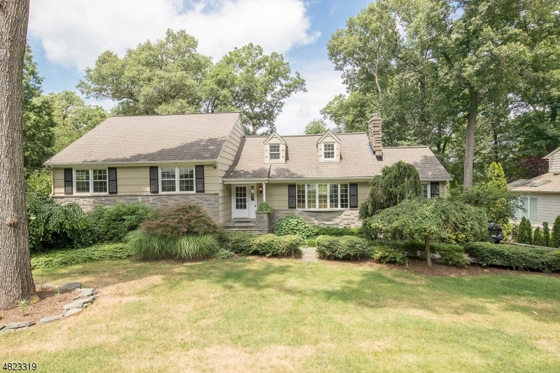 Single Family Home for Sale at 68 SEVEN OAKS Drive New Providence, New Jersey 07901 United States