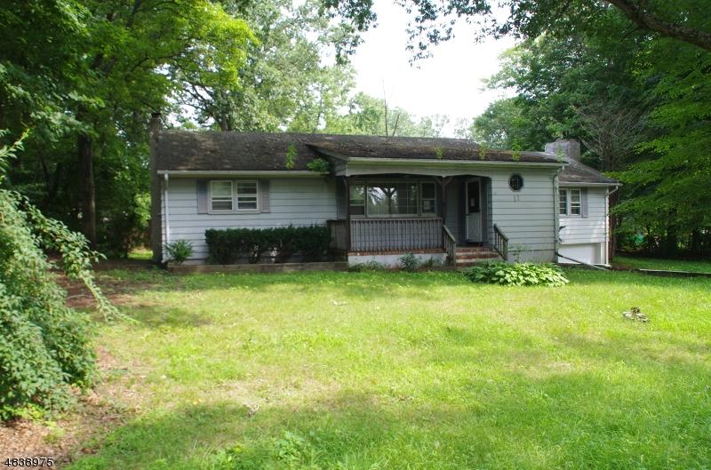 独户住宅 为 销售 在 11 GOLD Lane 西米尔福德, 新泽西州 07438 美国
