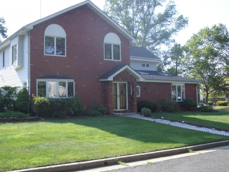 Maison unifamiliale pour l Vente à 658 GROVE Street Rahway, New Jersey 07065 États-Unis