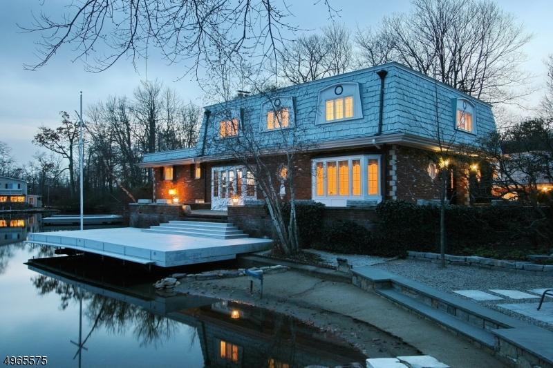 Single Family Homes per Vendita alle ore 158 LAKE END Road Rockaway, New Jersey 07435 Stati Uniti