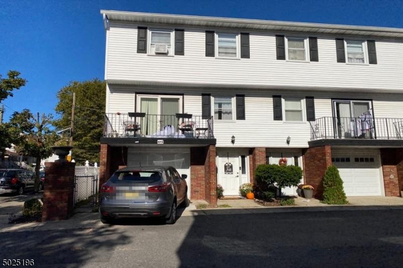 Condo / Radhus för Försäljning vid Bayonne, New Jersey 07002 Förenta staterna