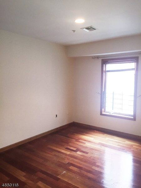 Additional photo for property listing at 112 63rd Street  West New York, Нью-Джерси 07093 Соединенные Штаты