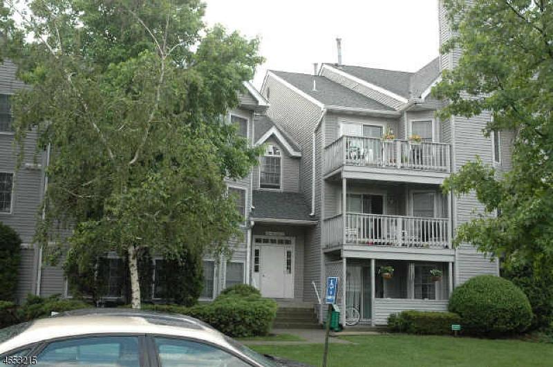 独户住宅 为 销售 在 84 Quartz Lane Paterson, 新泽西州 07501 美国