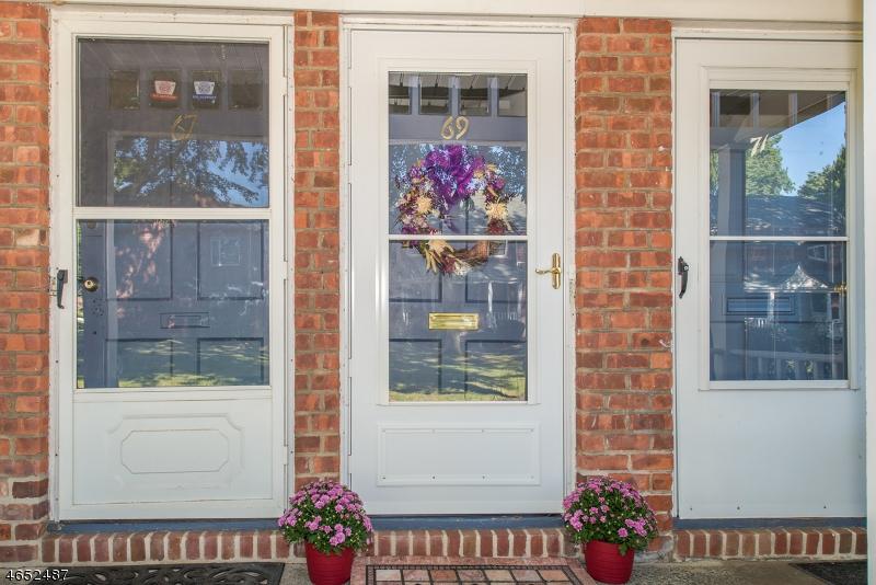 Maison unifamiliale pour l Vente à 69 Clark Court Rutherford, New Jersey 07070 États-Unis