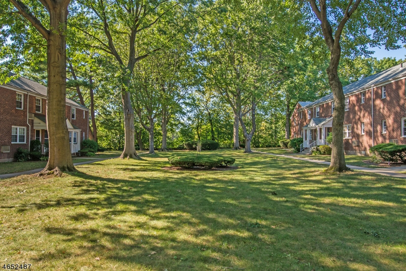 Additional photo for property listing at 69 Clark Court  Rutherford, New Jersey 07070 États-Unis