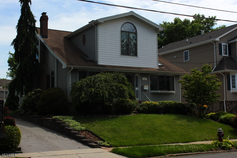 Single Family Home for Sale at 419 Locust Avenue Garwood, New Jersey 07027 United States