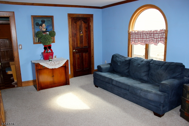 Additional photo for property listing at 419 Locust Avenue  Garwood, New Jersey 07027 United States