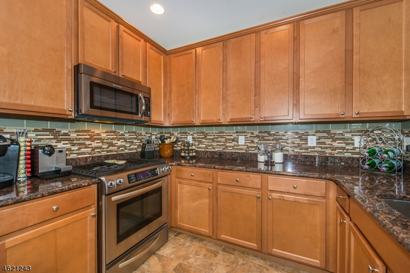 Additional photo for property listing at 3 Holly Lane  Garfield, Нью-Джерси 07026 Соединенные Штаты