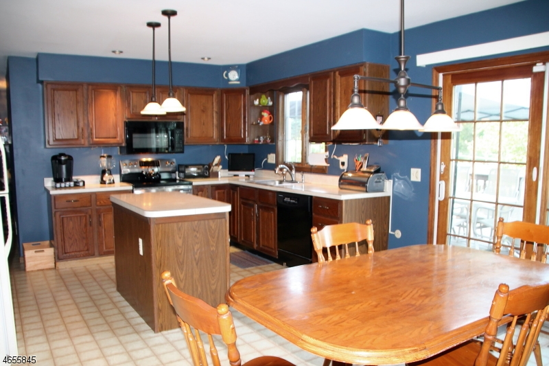 Additional photo for property listing at 18 WOLFS FARM Road  Hampton, Нью-Джерси 08827 Соединенные Штаты
