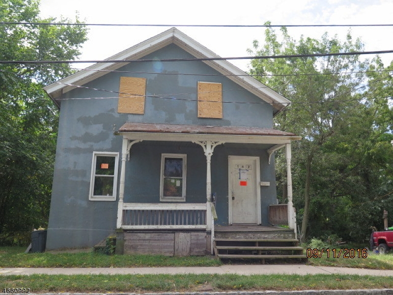 独户住宅 为 销售 在 162 W Main Street Bound Brook, 新泽西州 08805 美国