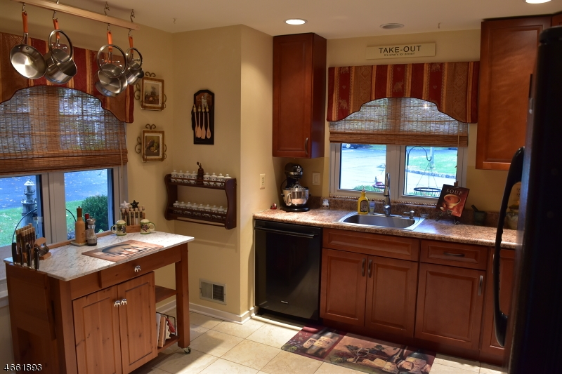 Additional photo for property listing at 248 Hedgerow Road  Bridgewater, New Jersey 08807 États-Unis