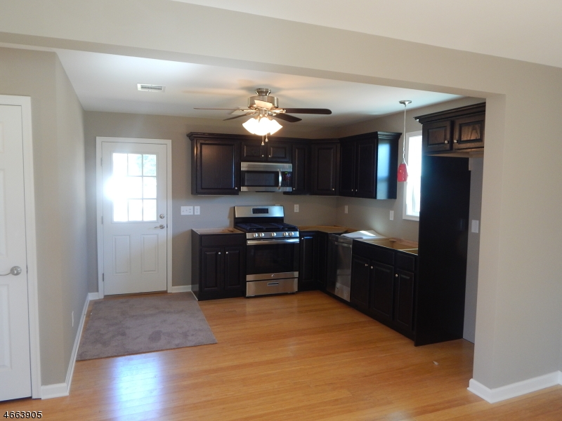 Additional photo for property listing at 62 S Park Street  Manville, Nueva Jersey 08835 Estados Unidos