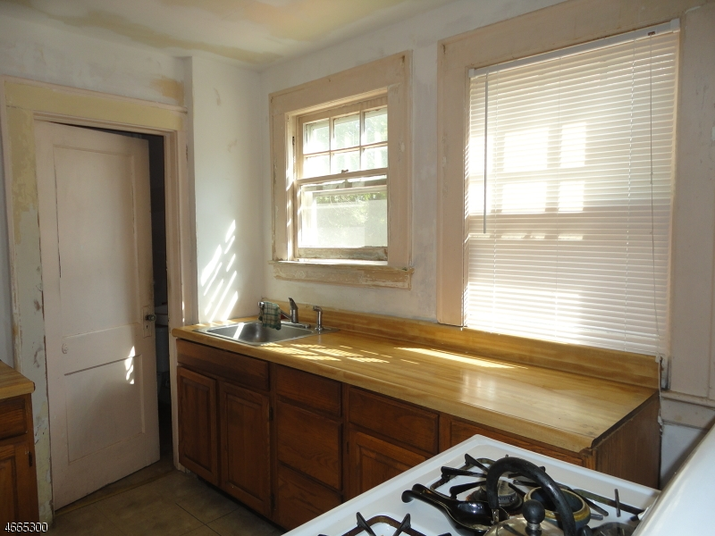 Additional photo for property listing at 167 Tremont Avenue  Orange, Нью-Джерси 07050 Соединенные Штаты