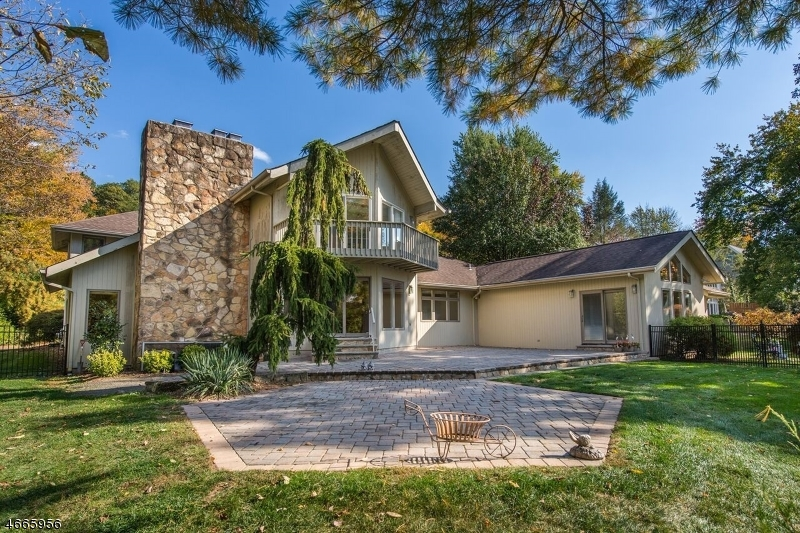 独户住宅 为 销售 在 318 Pines Lake Dr E 韦恩, 07470 美国