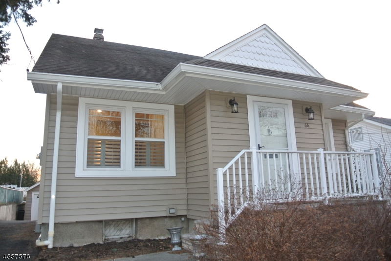 Частный односемейный дом для того Продажа на 64 Walter Avenue Hasbrouck Heights, Нью-Джерси 07604 Соединенные Штаты