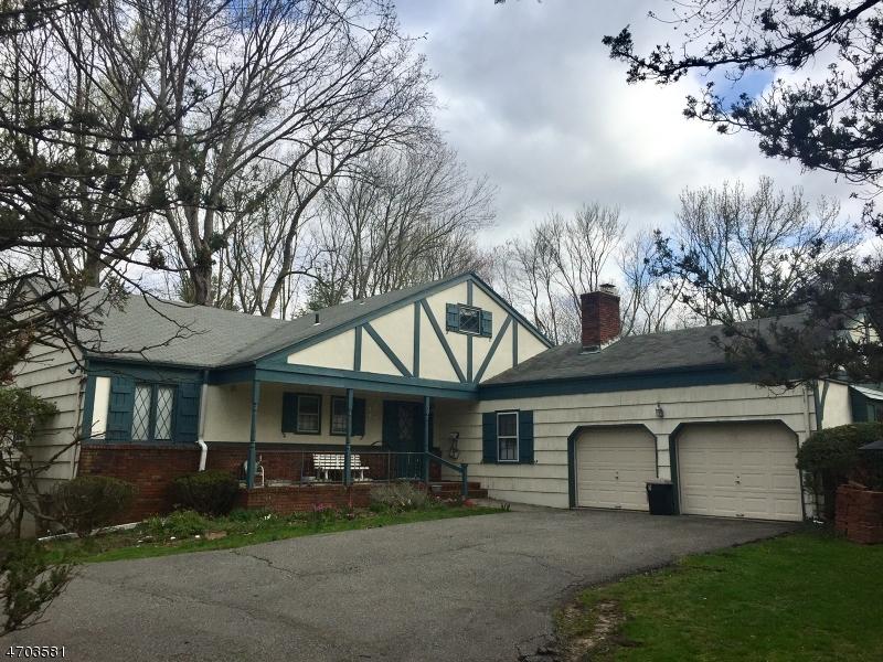 Частный односемейный дом для того Продажа на 9 Birch Drive Roseland, Нью-Джерси 07068 Соединенные Штаты