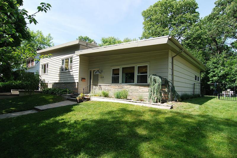 Casa Unifamiliar por un Alquiler en 219 Village Road South Orange, Nueva Jersey 07079 Estados Unidos