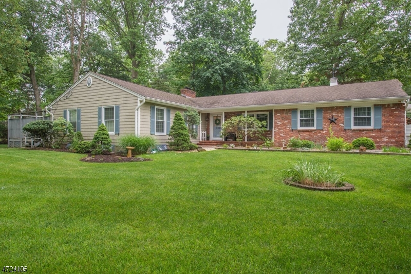 Single Family Home for Sale at 150 Summit Avenue Pompton Lakes, 07442 United States
