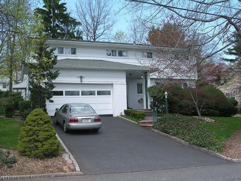 独户住宅 为 出租 在 4 Linden Avenue 西奥兰治, 新泽西州 07052 美国