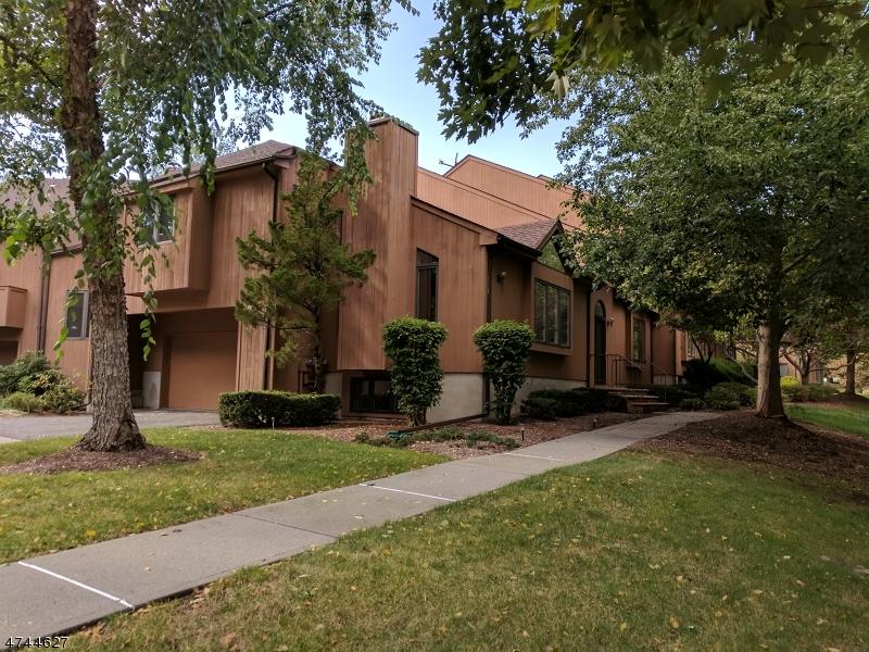 Casa Unifamiliar por un Alquiler en 8 SHERWOOD Drive Mountain Lakes, Nueva Jersey 07046 Estados Unidos
