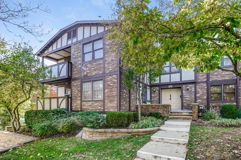 独户住宅 为 销售 在 10 I HERITAGE Drive 查塔姆, 新泽西州 07928 美国