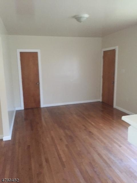 独户住宅 为 出租 在 237 N ORATON PKY East Orange, 新泽西州 07018 美国