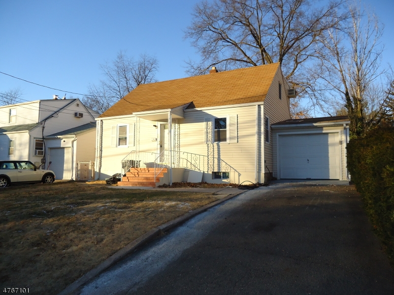 Single Family Home for Sale at 69 Highland Avenue 69 Highland Avenue Bergenfield, New Jersey 07621 United States