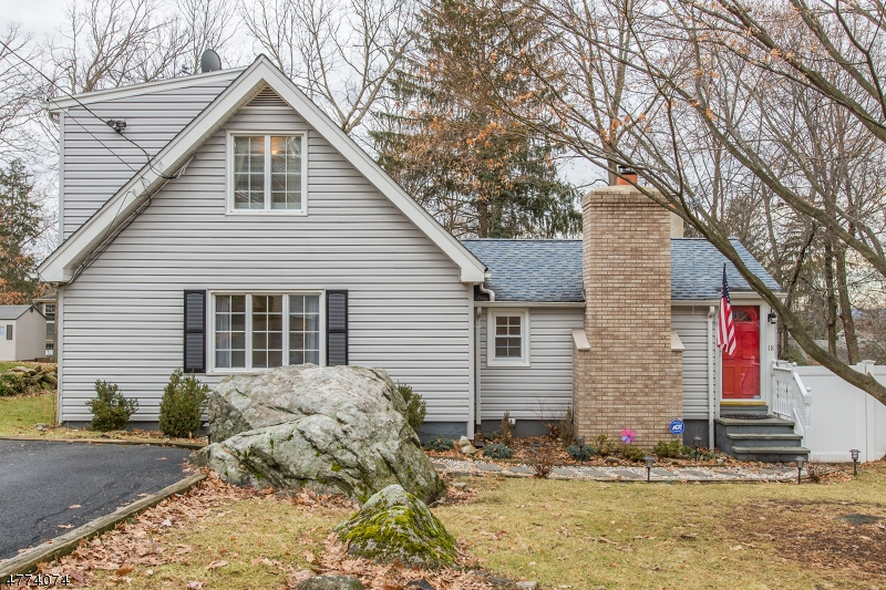 Частный односемейный дом для того Продажа на 18 Seneca Trail Sparta, Нью-Джерси 07871 Соединенные Штаты
