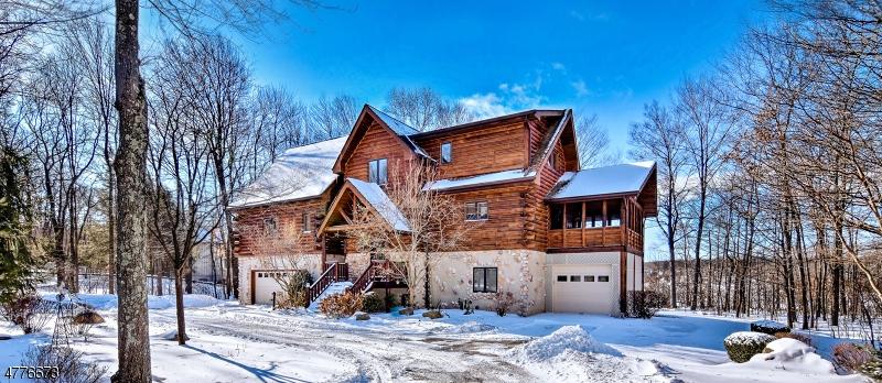 Maison unifamiliale pour l Vente à 273 Lakeview Drive Hampton, New Jersey 07860 États-Unis