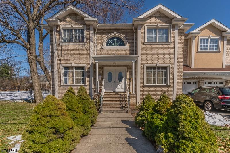Maison unifamiliale pour l Vente à 352 Park Avenue Nutley, New Jersey 07110 États-Unis