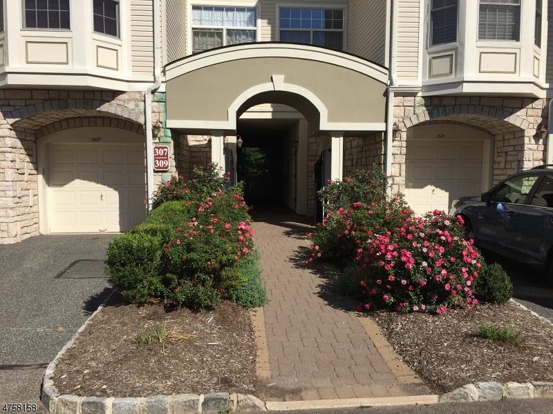 Condo / Townhouse pour l à louer à 311 EDMONTON Court Livingston, New Jersey 07039 États-Unis