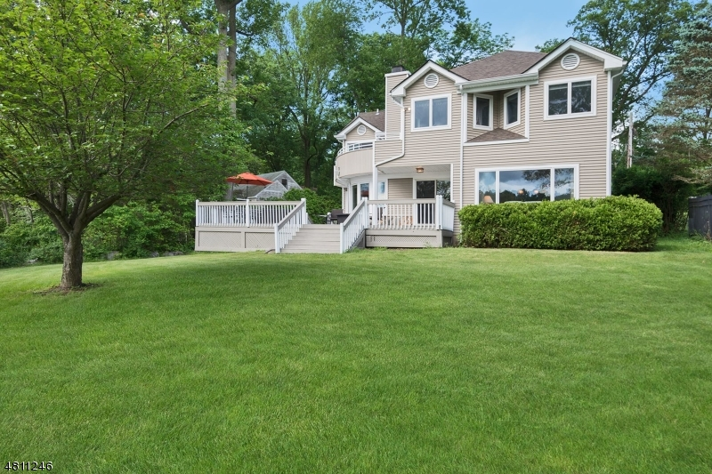 Maison unifamiliale pour l Vente à 217 S NEW JERSEY Avenue Jefferson Township, New Jersey 07849 États-Unis