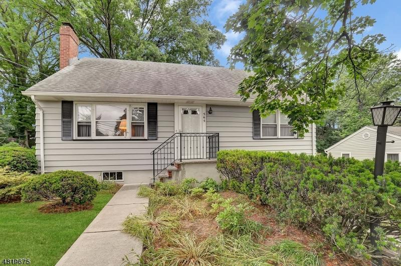 Casa Unifamiliar por un Venta en 565 TAYLOR Avenue Oradell, Nueva Jersey 07649 Estados Unidos