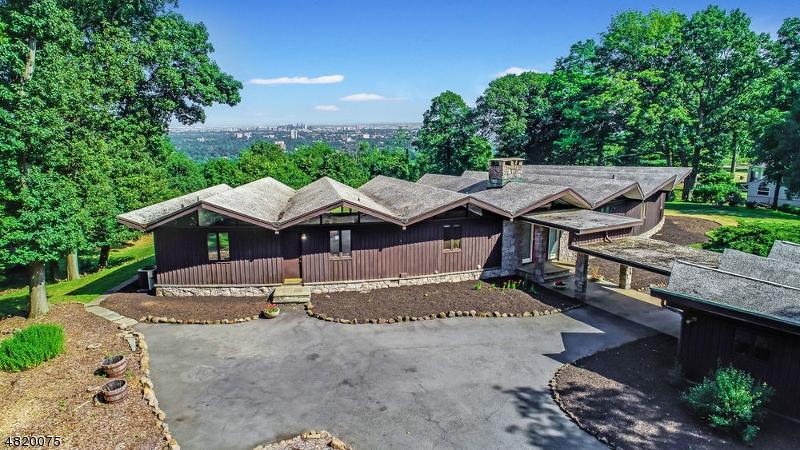 Casa Unifamiliar por un Venta en 24 EAGLE RIDGE WAY West Orange, Nueva Jersey 07052 Estados Unidos