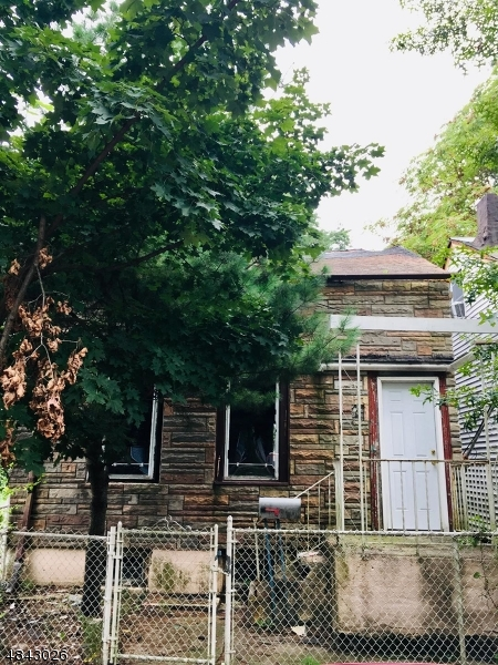 Single Family Home for Sale at 208 N 1ST ST 208 N 1ST ST Paterson, New Jersey 07522 United States