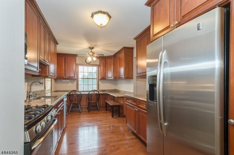 Частный односемейный дом для того Продажа на 3 SPRING VALLEY Drive Hillsborough, Нью-Джерси 08844 Соединенные Штаты