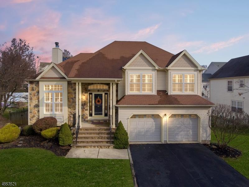 Casa Unifamiliar por un Venta en 10 WINDSOR Lane Lopatcong, Nueva Jersey 08865 Estados Unidos