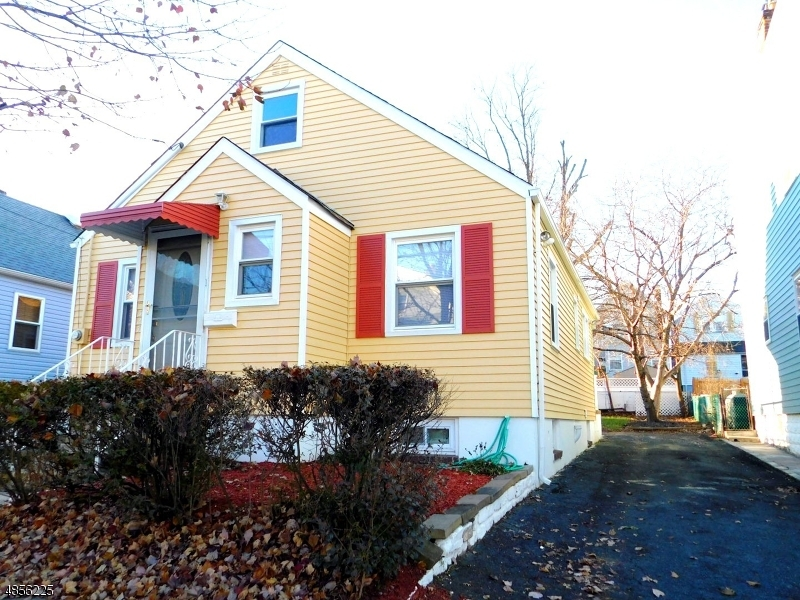 Single Family Home for Sale at 327 HIGHLAND Avenue Kearny, New Jersey 07032 United States